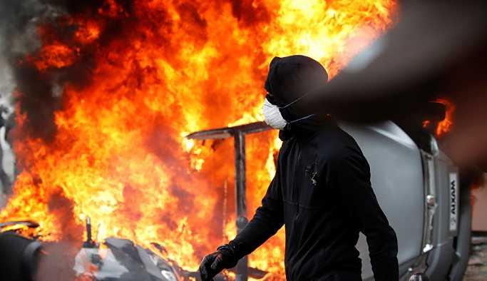 Paris'te 1 Mayıs gösterilerine göz yaşartıcı gazla müdahale: Sputnik muhabiri yaralandı