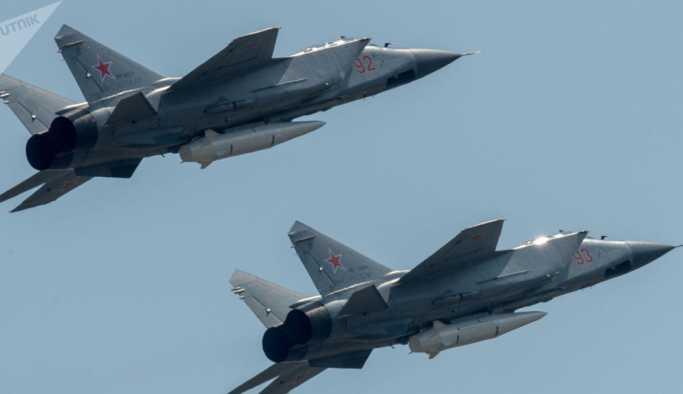 Putin'in bahsettiği 'yenilmez' hipersonik füzeler, savaş uçaklarına yüklendi