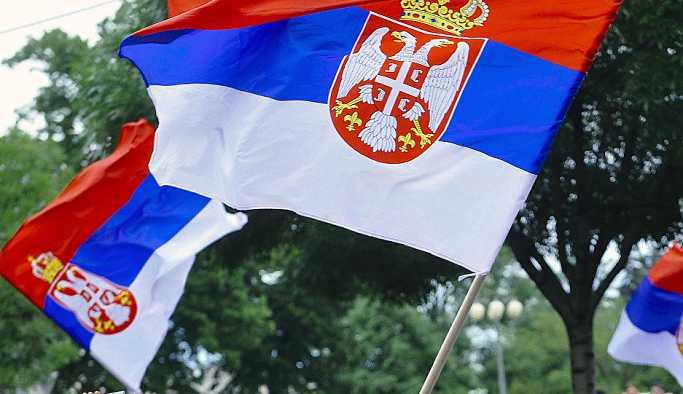 Sırbistan bayrağı 'ABD güdümünde olmayan Sırbistan'ın Türkiye tutumu olumlu'