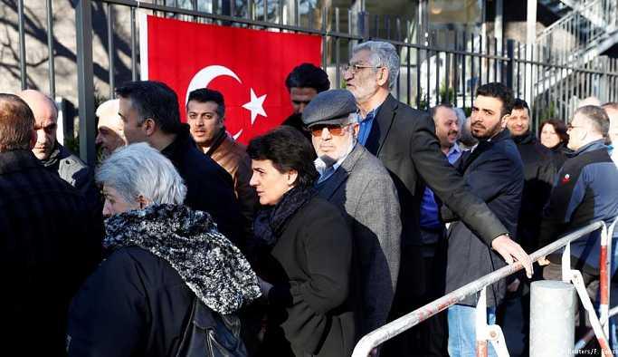 Almanya'daki Türk seçmenler için çağrı