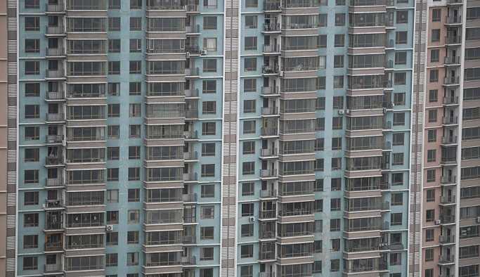Bu seferki 'örümcek adam' Çin'den: 4. kattaki çocuğu tırmanarak kurtardı