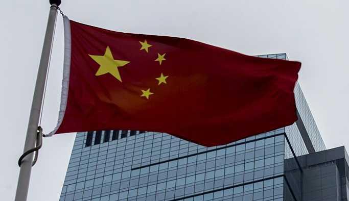 Çin'de parlayan bir objenin Dünya'ya düşüşü kameralara yansıdı