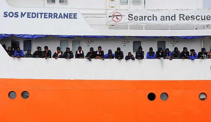 Göçmenler Akdeniz'de çaresiz, AB'de kavga büyük