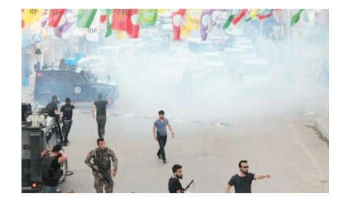 HDP mitingine polisten gazlı müdahale