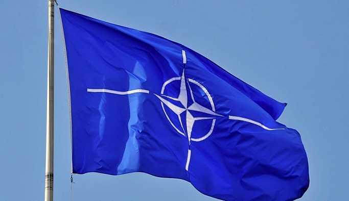NATO'dan Kalaşnikof'lu afiş: Tek görev... Tek ekip... Tek Kalaşnikof...