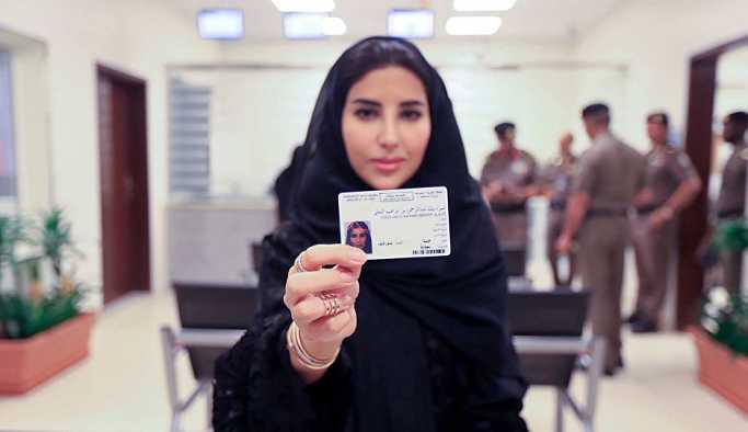Suudi Arabistan'da kadınlara ilk kez ehliyet verilmeye başlandı