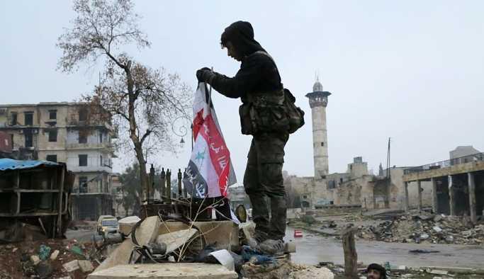 Dera Valisi: Militanların kalesi olan Bosra el Şam'da Suriye bayrağı dalgalanıyor