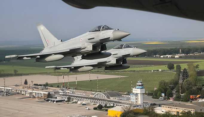 İngiliz savaş jetleri Rus Su-24 uçaklarına 'eşlik etmek' için havalandı