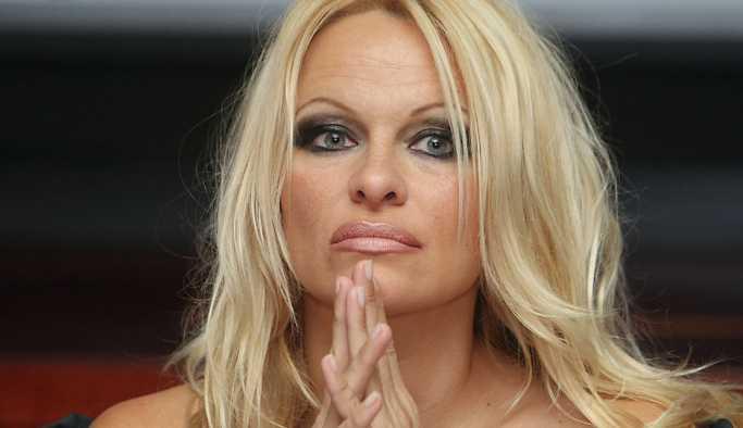 Pamela Anderson: Amerikalılar 'Rusofobik' olmaya programlı