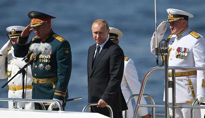 Putin: Rus donanmasını güçlendirmeye yönelik adımlarımız sürecek