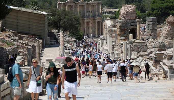 30 bin lira maaşlı 'profesyonel turist' mesaide
