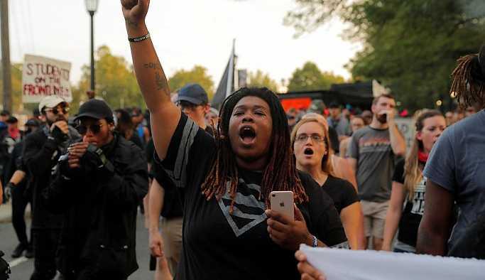 """ABD'de """"beyaz ırkın üstünlüğü"""" protesto edildi"""