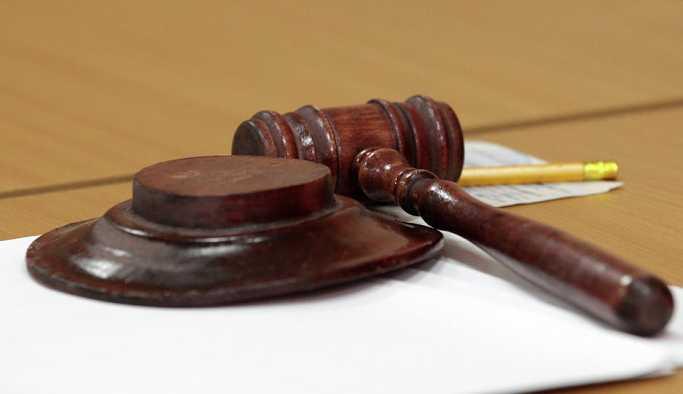 ABD'de duruşmada susmayan mahkumun ağzı bantlandı