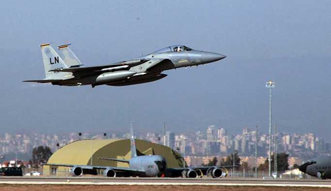 ABD'de F-15 avcı uçakları nükleer bomba atarken görüntülendi