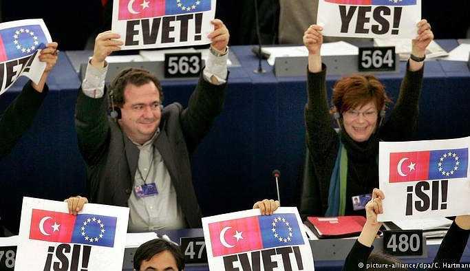 """Ankara """"AB reform sayfasını"""" yeniden açabilecek mi?"""