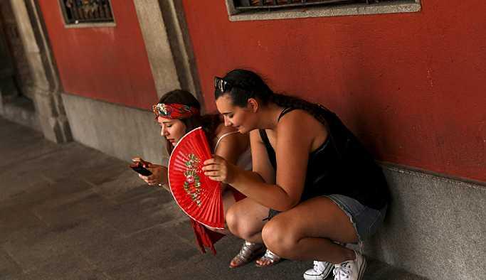 Avrupa'da Afrika sıcakları etkili olmaya başladı: İspanya'da 2 ölü, Portekiz 45 dereceyi gördü