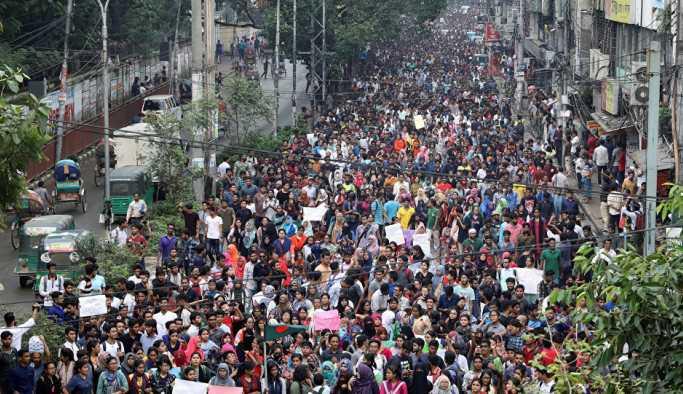 Bangladeş'te ABD Büyükelçilik konvoyuna saldırı