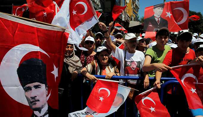 CHP'de toplu istifa: Başarısızlık ortada, mevcut kadrolarla devam etmek 'bile bile lades'