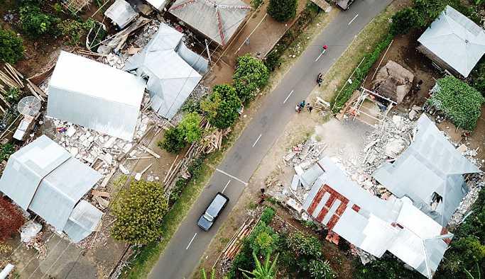 Endonezya'da deprem: 14 ölü