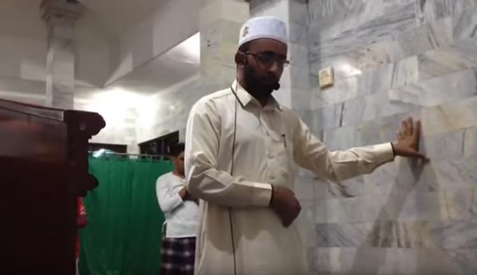 Endonezya'daki depremde namaza ara vermeyen imam, sosyal medyada gündem oldu