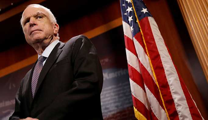 McCain'in tabutuna bir Rus omuz verecek