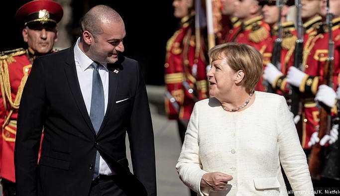 Merkel'den Gürcistan'a AB ve NATO desteği