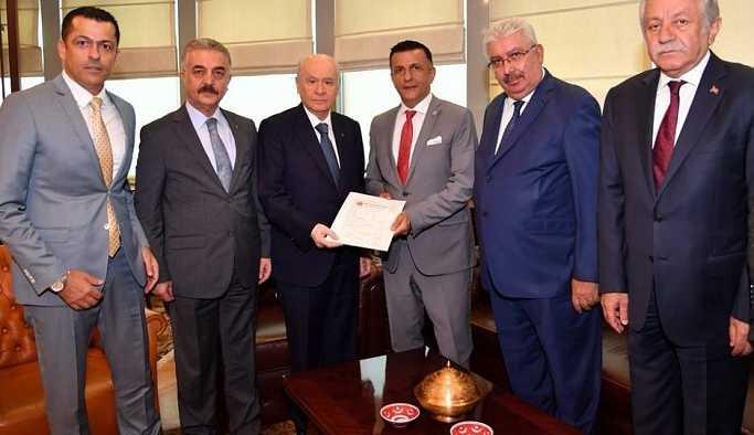 MHP'ye geçen Arkaz'ın üye belgesini Bahçeli imzaladı
