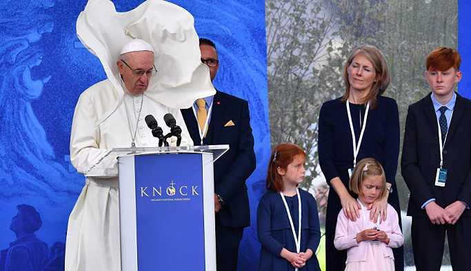 Papa, çocuklara cinsel istismar olayları için 'Tanrı'dan af diledi'