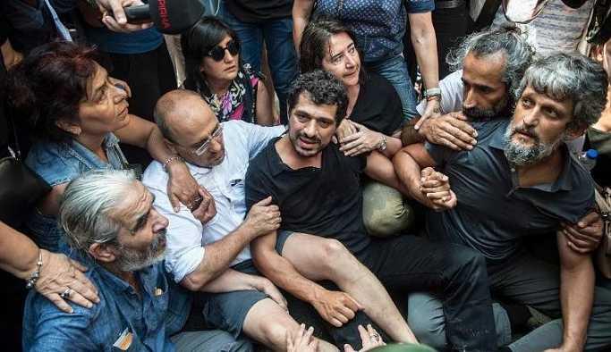 Polisten HDP'li vekillere sert müdahale: Haddinizi aşmayın!