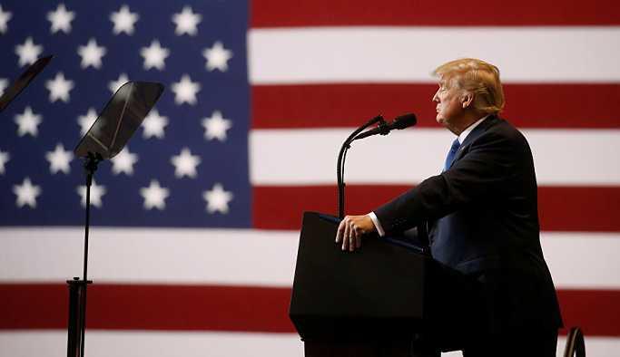 Trump Amerikan bayrağını doğru renklendiremedi