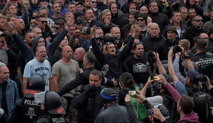 Almanya'da Nazi selamı veren aşırı sağcı eylemciye hapis cezası
