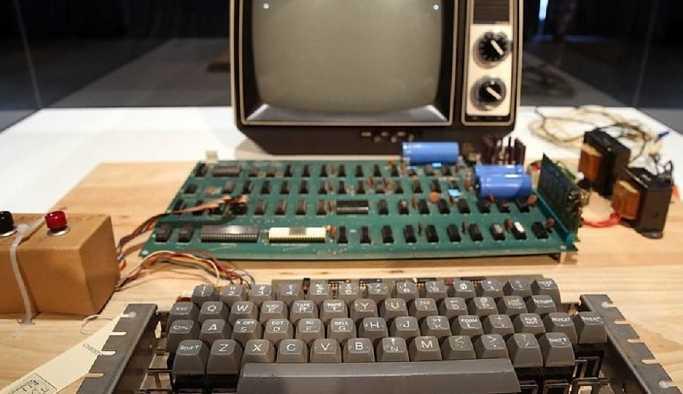 Apple'ın ürettiği ilk kişisel bilgisayar, açık artırmada satıldı: Hala çalışıyor