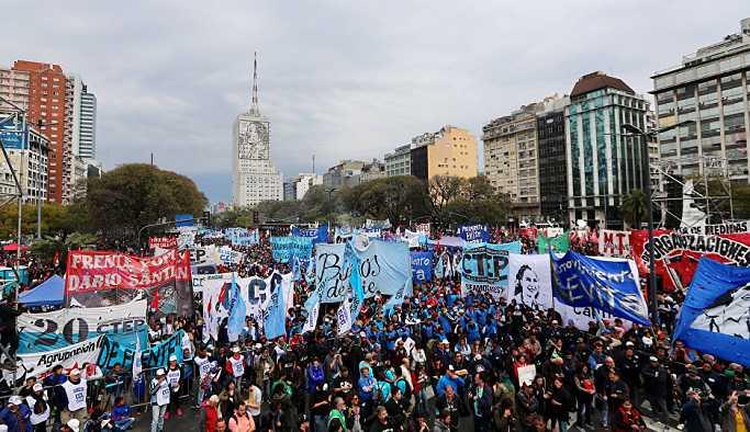 Arjantin'de ekonomik kriz protestosu: 'Ekmek huzur ve iş'