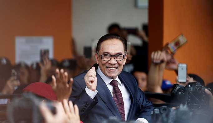 Malezya'da Enver İbrahim siyasete dönüyor