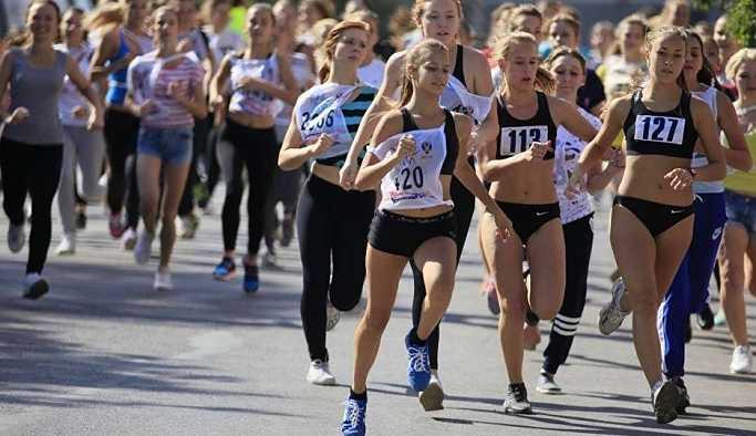 Moskova'da düzenlenen 'Ulusal Koşu', 15 binden fazla kişiyi bir araya getirdi