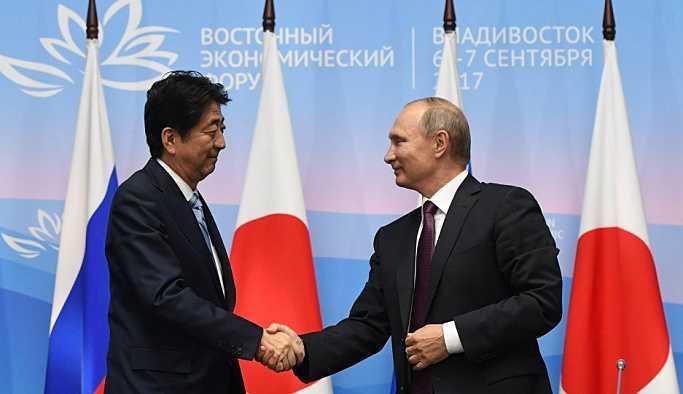 Putin: Japonya ile barış anlaşması imzalanması için çözüm aramaya hazırız