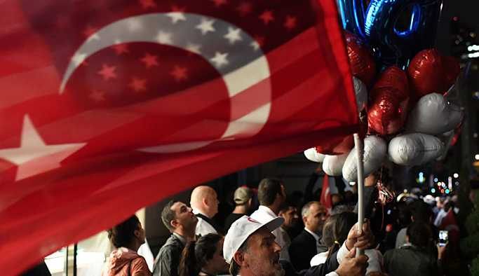 Türk halkının yüzde 74'ü dolara karşı yerel para birimiyle ticareti savunuyor