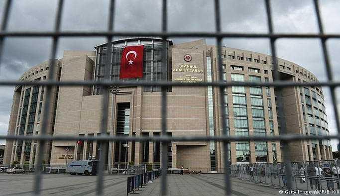 """Türkiye'de """"savunma"""" demir parmaklıklar ardında"""