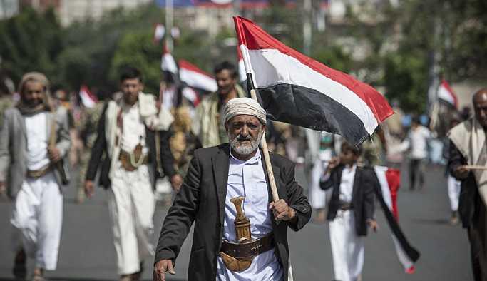 Yemen'de binlerce öğretmen, 'para biriminin değer kaybı nedeniyle' kısmi greve gitti