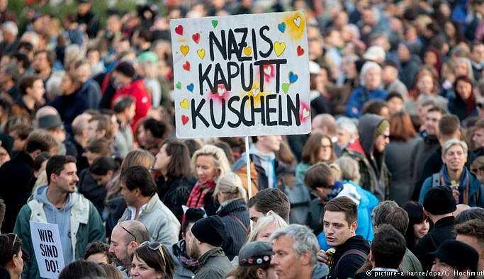 Avusturya'da hükümet protesto edildi