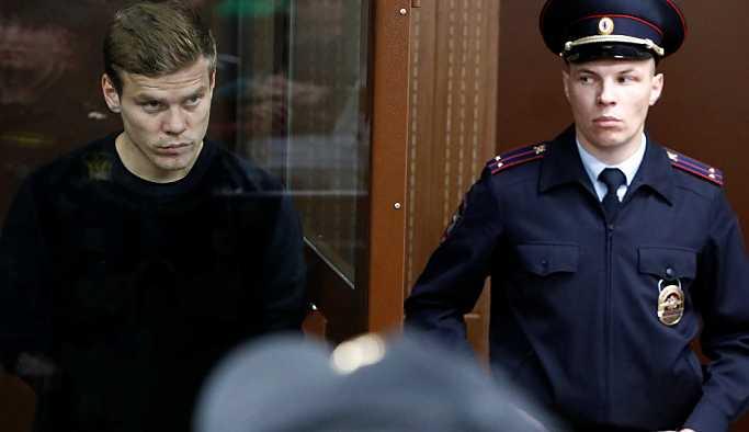 Bakanlık görevlilerine saldıran Rus futbolcular Kokorin ile Mamayev'e 2 ay hapis
