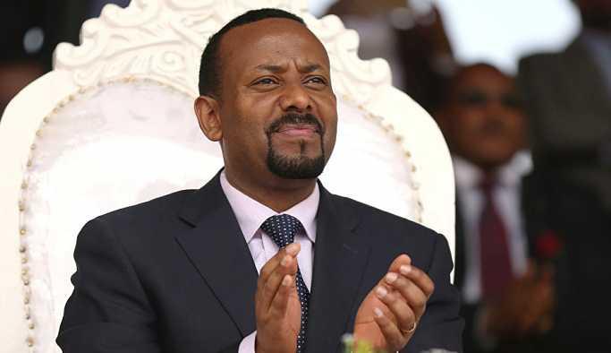 Etiyopya Başbakanı, protestocu askerlerle şınav çekti