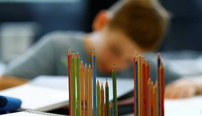 İngiltere'de bir okulda teneffüslerde konuşmak yasaklandı, ses çıkaranlar alıkonulacak