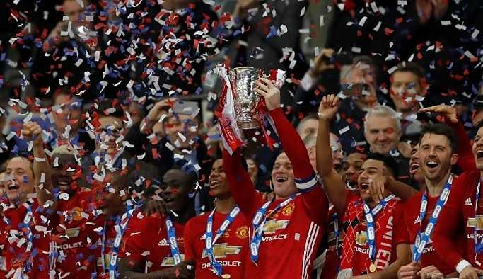 Manchester United'da casusluk iddiası