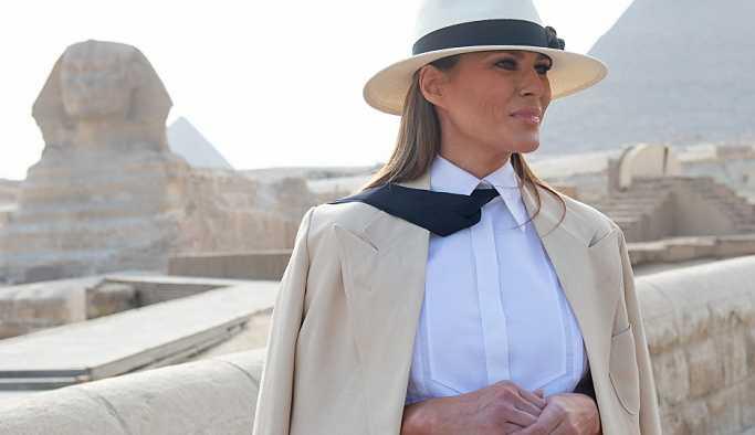Melania Trump'ın Afrika turuna kıyafet seçimleri damga vurdu
