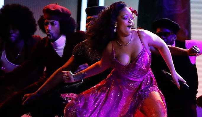 Rihanna'dan Colin Kaepernick'le dayanışma: Super Bowl'da sahne alması teklifini reddetti