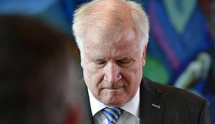 Almanya İçişleri Bakanı Seehofer CSU liderliğini bırakıyor