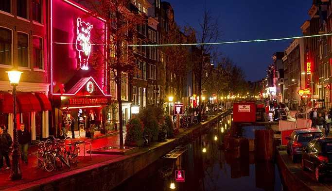 Amsterdam'ın genelevleriyle ünlü sokağında kredi kartı yasağı