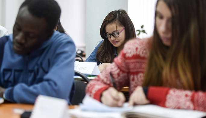 Araştırmacılar yabancı dil öğrenmeye başlamak için en iyi yaşı belirledi