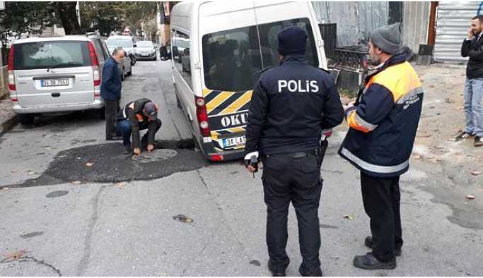 Bakırköy'de yol çöktü